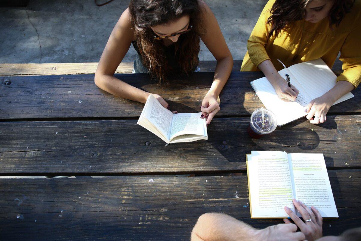 Med en privatlärare i läxhjälp höjer elever sina betyg